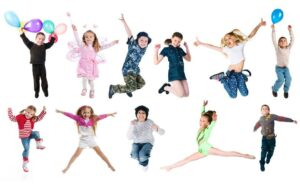 Barn dansar och hoppar på Uppsala Danscenter
